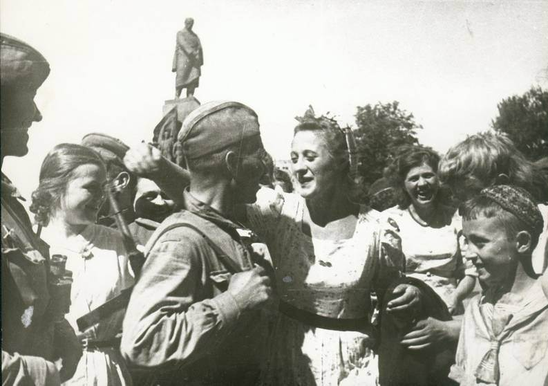 Kharkivens meet with the troops of the Red Army who liberated the city. Photo is officially dated August 23, 1943